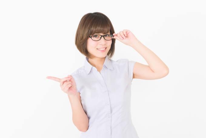 メガネをかけたかわいい女性